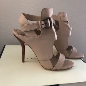 Leon Max adorable tan funky heels